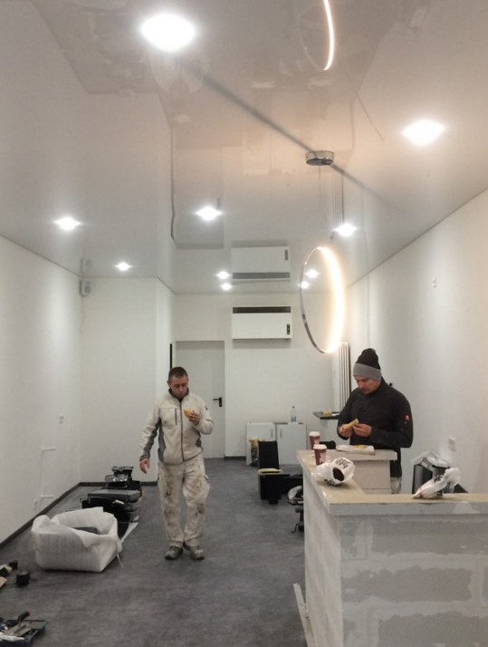 Bodenbelag und Malerarbeiten für Friseursalon in Pforzheim