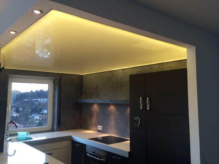 Spanndecke und Wandgestaltung Küche in Pforzheim