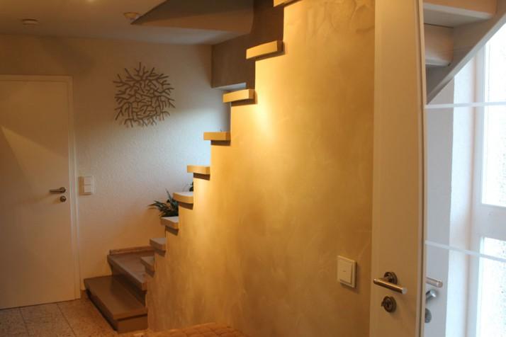 Gestaltung Treppenaufgang Malerarbeit in Pforzheim