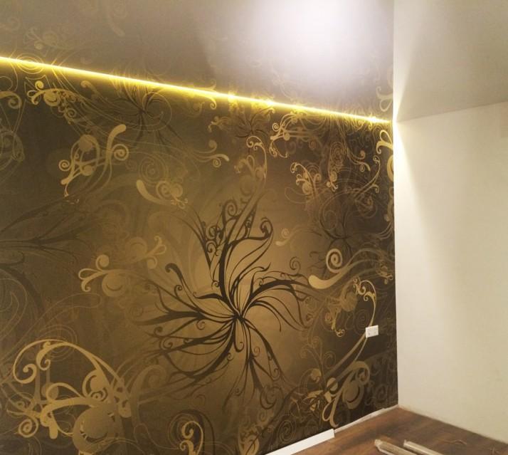 Kreative Wandgestaltung mit Tapete bei Renovierung einer Wohnung in Pforzheim